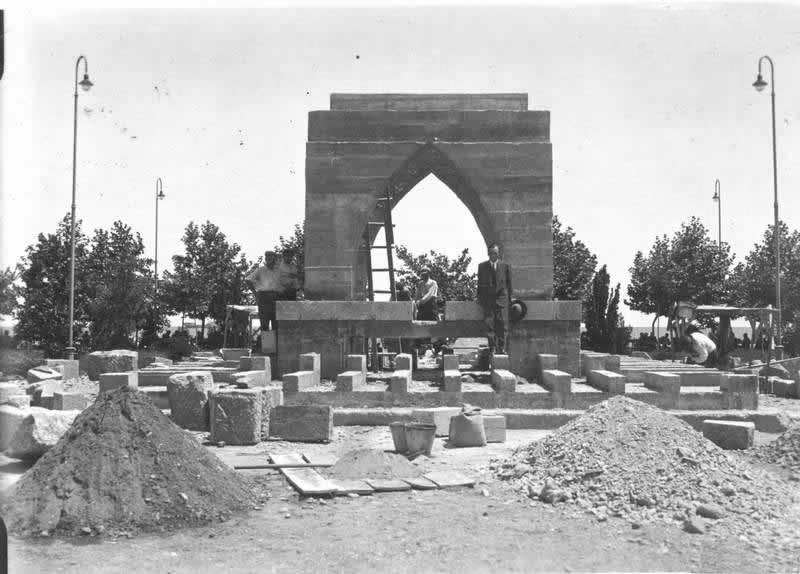 Onur Anıtı kaidesinin inşaat çalışmaları